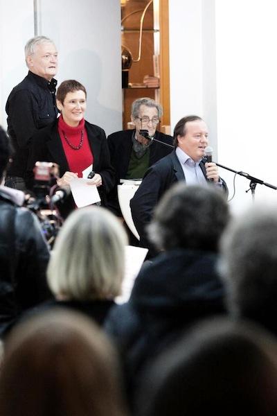 Avec J. Lacouture, M. Martin-Roland et P. Thivolet